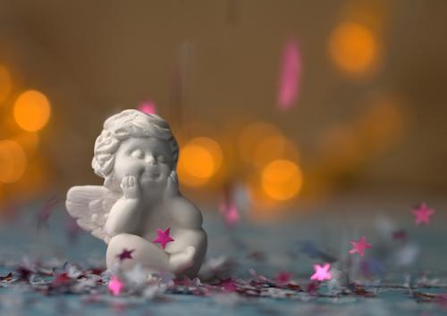 Engel / Engel zur Weihnachtszeit mit weichen, warmen Bokeh